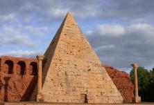 Korkmodell Dieter Cöllen, Cestius-Pyramide